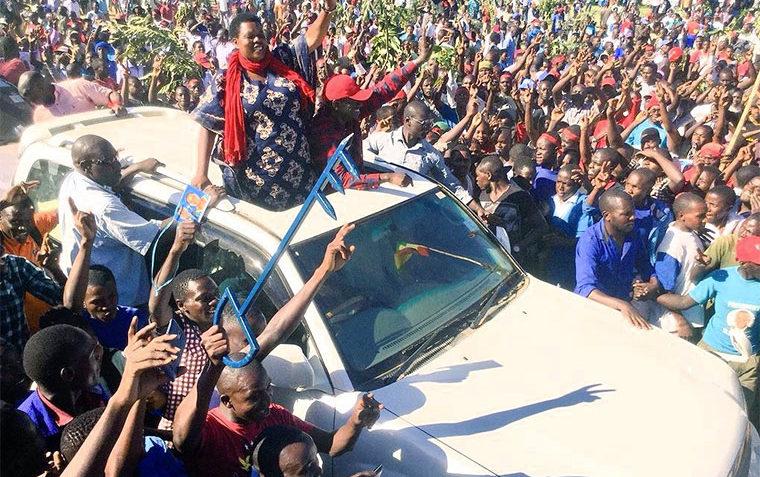 Betty-Muzanira-campaigning-with-Kizza-Besigye
